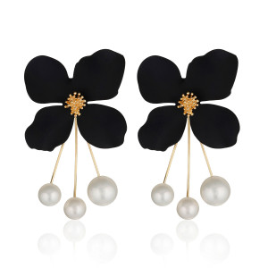 BLACK FLOWER EARRING